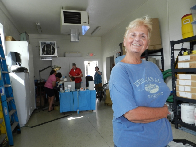 Cynthia Hall visited the island this week especially to help at the Ocracats spay-neuter clinic. Photo: C. Leinbach